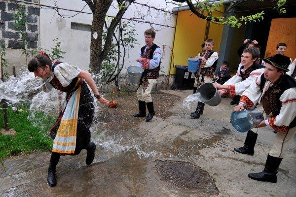 veľkonočné tradície v Devínskej