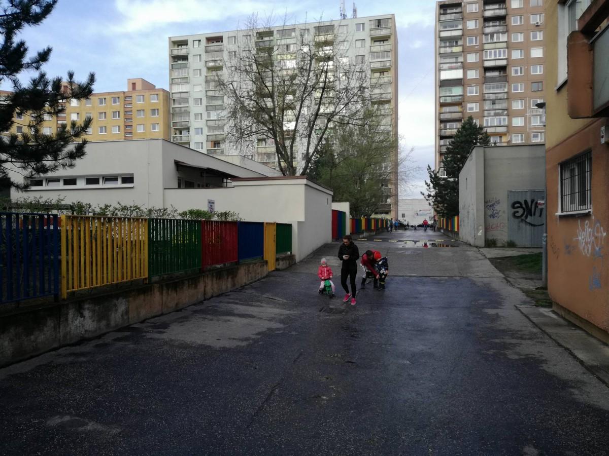 Bezpečnú cestu detí do škôlky
