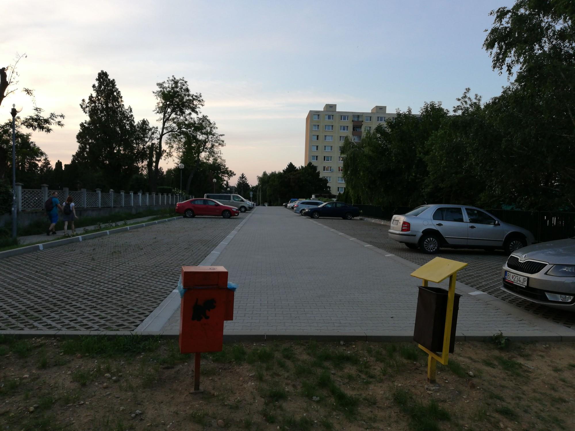Parkovisko pri Cintoríne